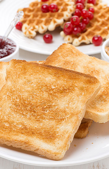 START THE DAY RIGHT, WITH OUR COMPLIMENTARY HOT BREAKFAST