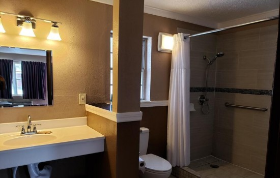 Welcome To Sunset Inn St Augustine - Accessible Private Bathroom